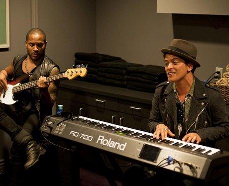 Lenny Kravitz and Bruno Mars in the studio