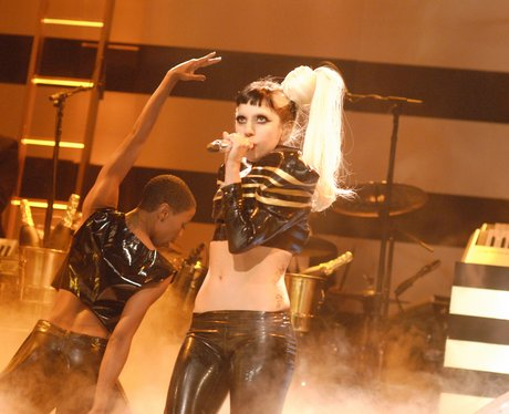 "Lady Gaga ""gives birth"" on Saturday Night Live"