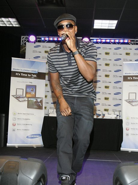 Ne-Yo performs at Best Buy