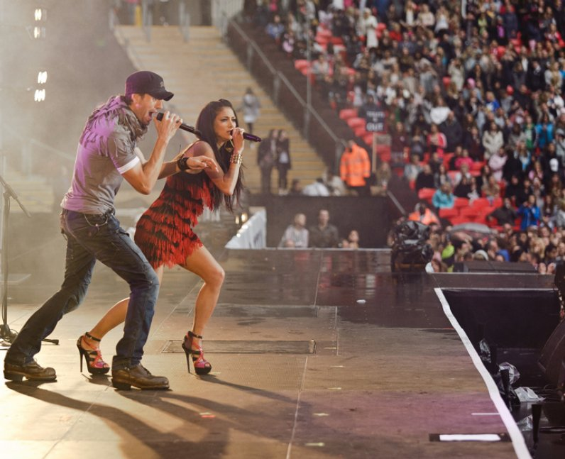 Enrique and Nicole Scherzinger live at the Summert