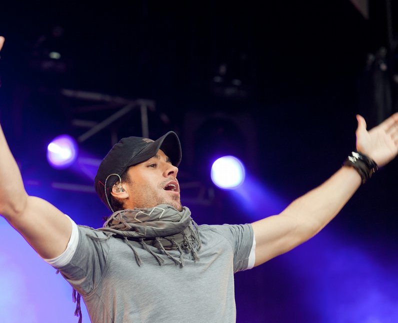 enrique live at the Summertime Ball 2011