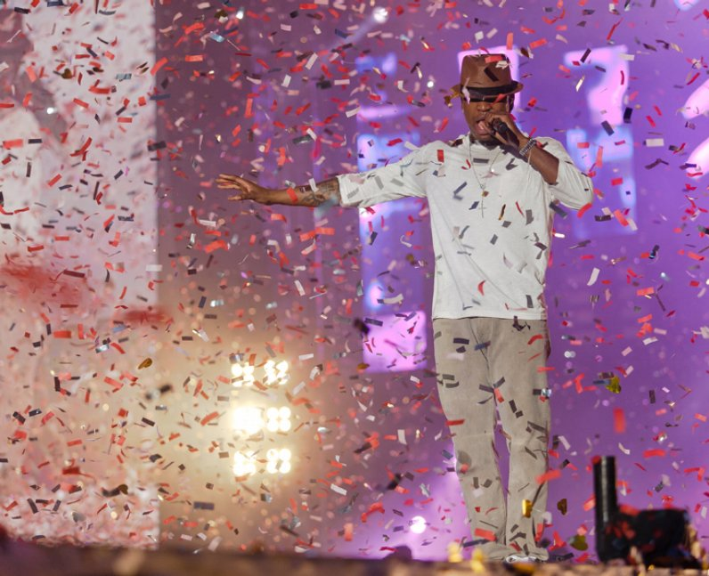 Ne-Yo live at the Summertime Ball 2011