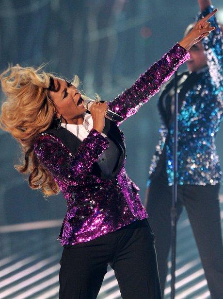 Beyonce Performs Live