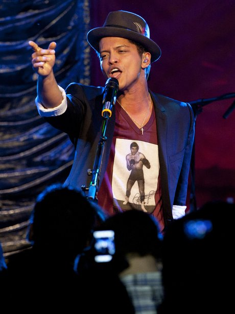 Bruno Mars Heart Gig