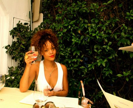 Rihanna's drinks a glass of wine on holiday