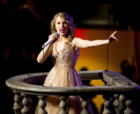 Taylor Swift performing
