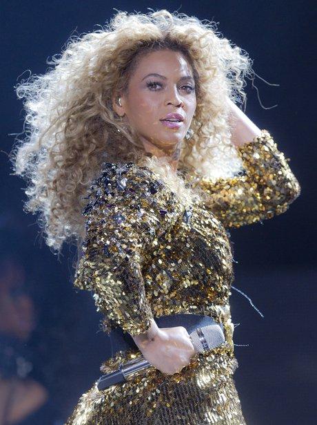 Beyonce performs at Glanstonbury