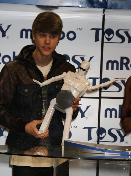 Justin Bieber speaks at the Consumer Electronice Show