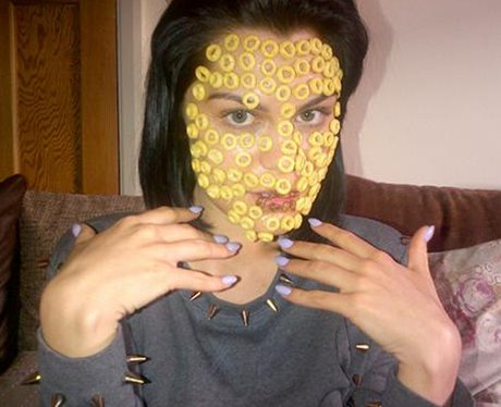 Jessie J with honey nut loops on her face