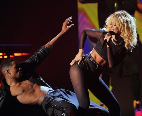 Rihanna grammys performance
