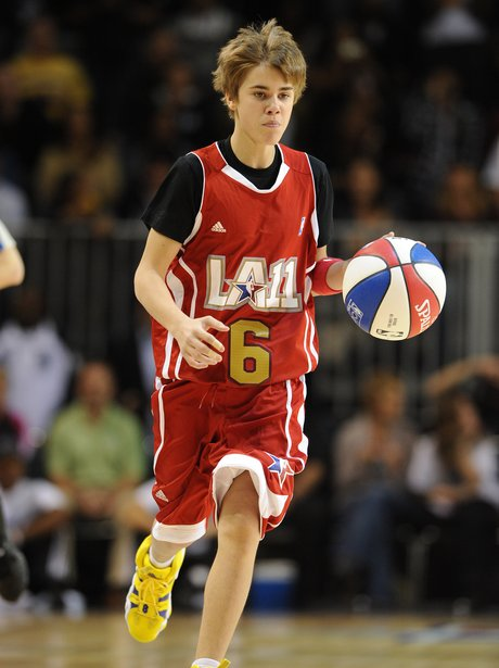 Justin Bieber plays basketball