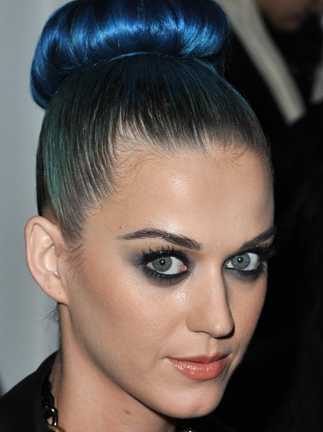 Katy Perry shows of her new hair at Paris fashion week