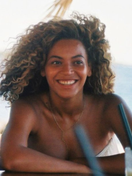 Beyonce smiling without make-up on