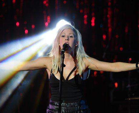 Ellie Goulding sings live