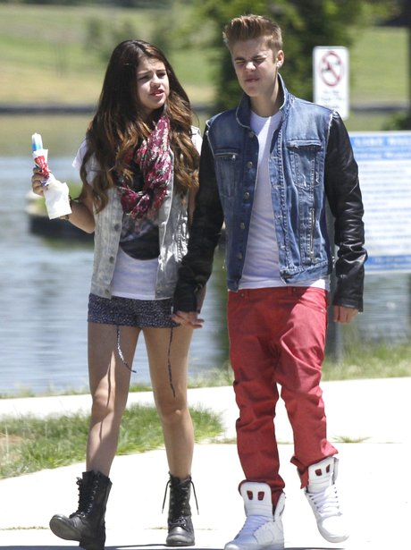Justin Bieber and Selena Gomez in a Californian park