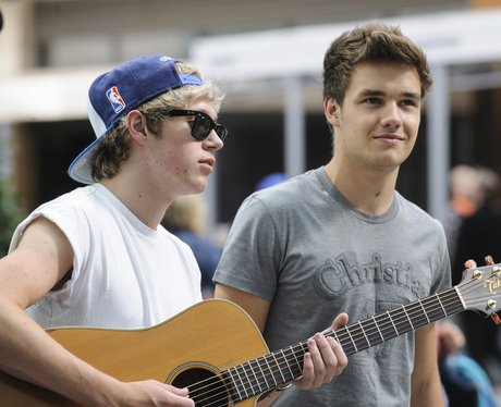 Niall Horan and Liam Payne busking at Westfield.