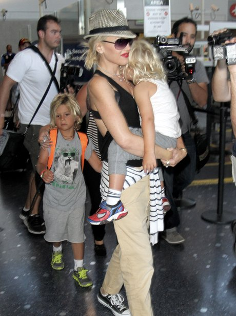 Gwen Stefani with her children at the airport.