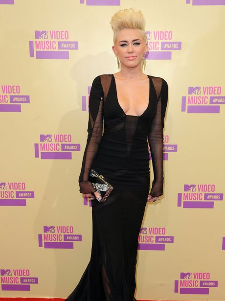 Miley Cyrus arrives at the MTV VMA 2012 Awards