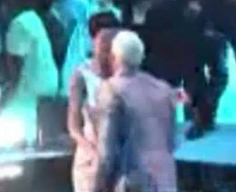 Rihanna and Chris Brown kiss at MTV VMAs