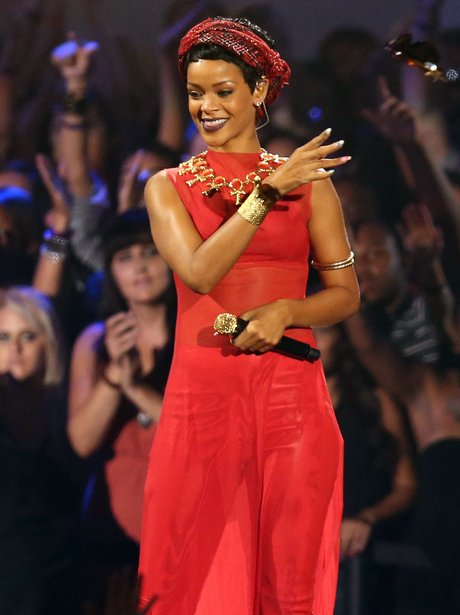 Rihanna performs at the MTV VMA 2012 awards