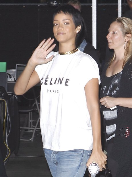 Rihanna shows off her new short hair style