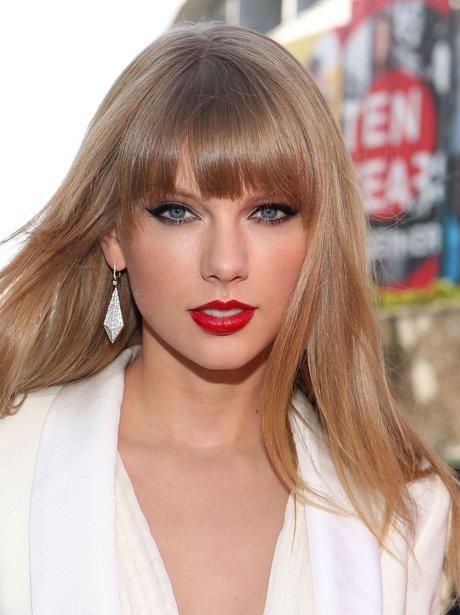 Taylor Swift arrives at the MTV VMA 2012 Awards