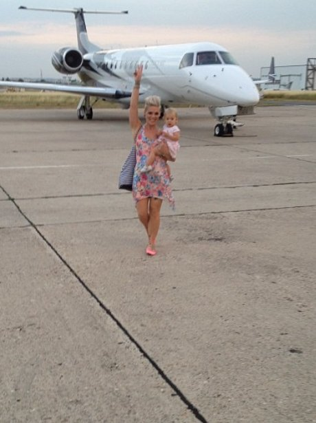 Pink with her daughter on private jet