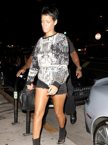 Rihanna dines out with friends.
