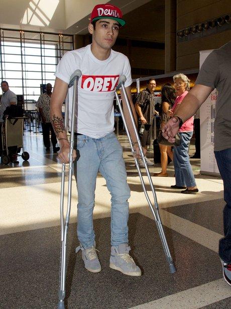 One Direction's Zayn Malik on crutches.