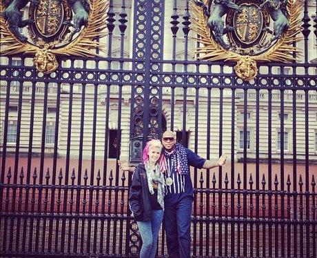 Flo Rida outside gates of Buckingham Palace