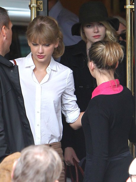 Taylor Swift dining with friend Emma Stone.