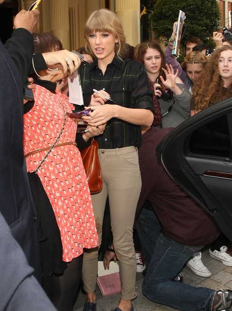 Taylor Swift is mobbed in London.