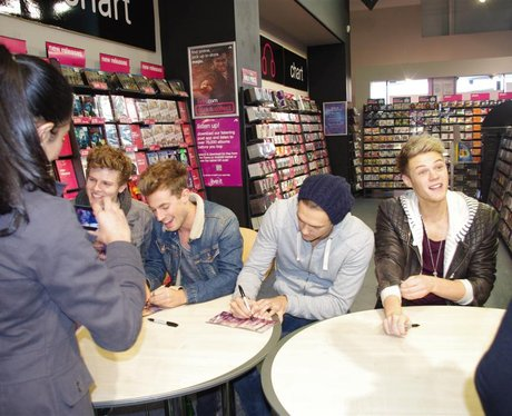 Lawson Signing at HMV