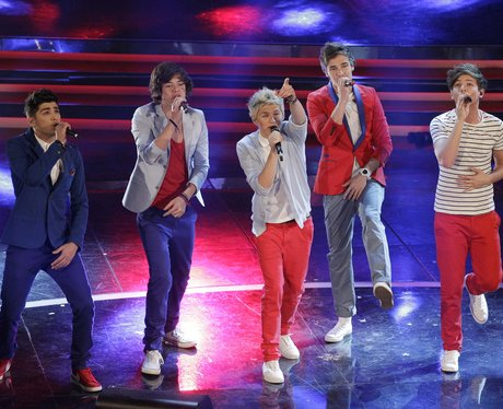 One Direction perform live in Italy