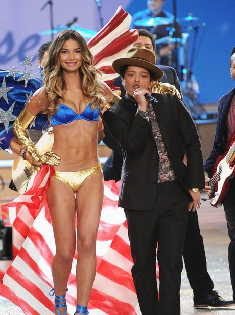 Bruno Mars sings for the Victoria's Secret Fashion Show