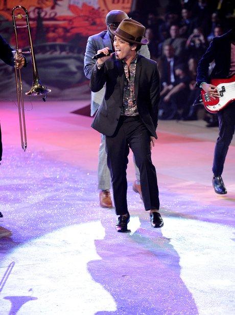 Bruno Mars 2012 Victoria's Secret Fashion Show