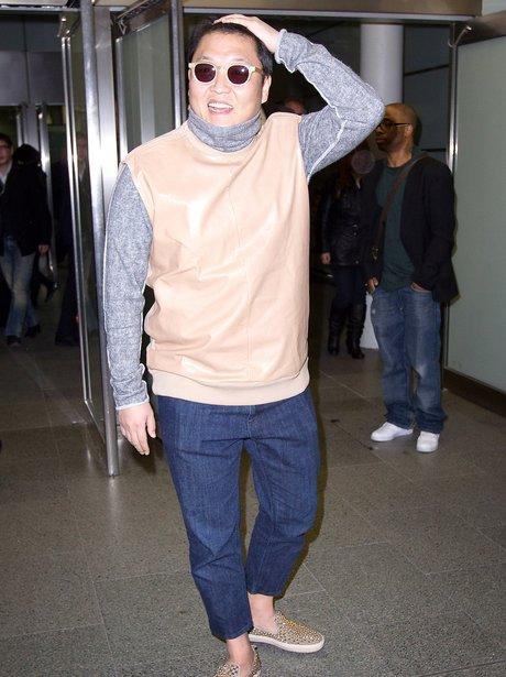 PSY arrives in London
