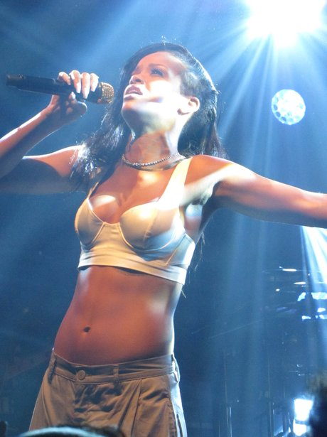 Rihanna performing in Toronto on 777 tour