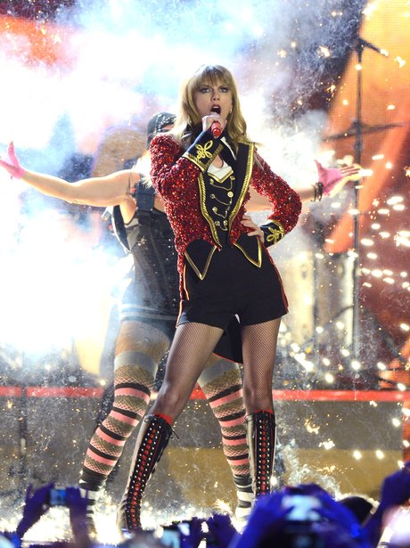 Taylor Swift performs at the 2012 MTV Europe Music Awards