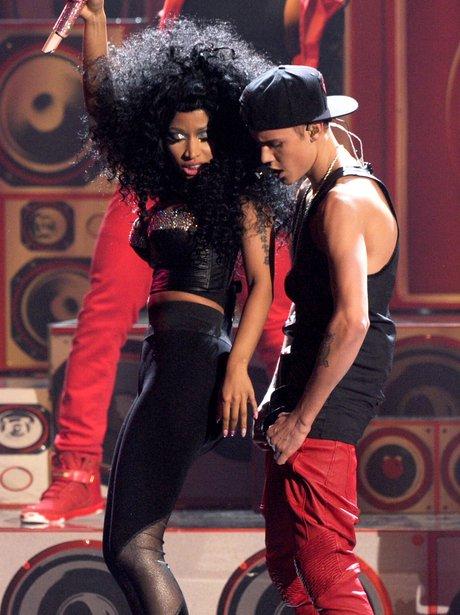 Nicki Minaj and Justin Bieber perform at the AMAs 2012