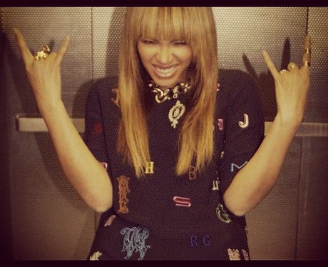Beyonce hand signs