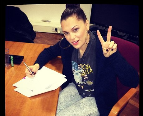 Jessie J agrees to  be a judge on the voice for the second time