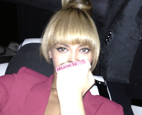 Beyonce poses on instagram