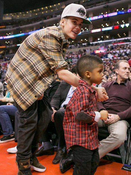 Justin Bieber babysits Chris Paul Jr