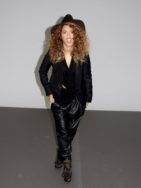 Beyonce shares leather outfit picture with fans