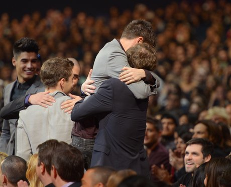 The Wanted hugging at the People's Choice Awards 2013