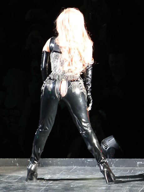 Lady Gaga splits her trousers on stage