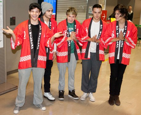 One Direction, wearing Japanese traditional costumes