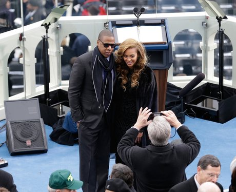 Beyonce and Jay-Z posing for photograhers in Washington DC