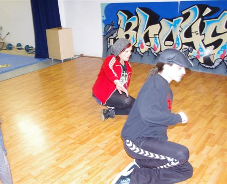 Des & Jennie Learn to Breakdance